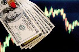 Курс доллара упал ниже 72 рублей впервые с июня 2021 года